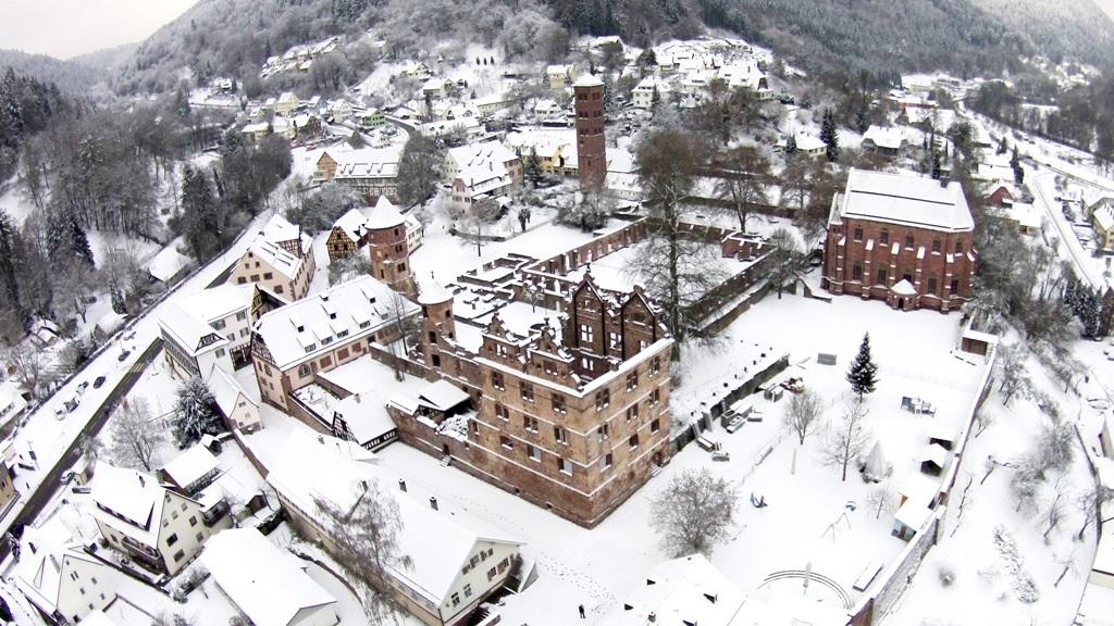 Kloster Hirsau im Winter mit Schnee